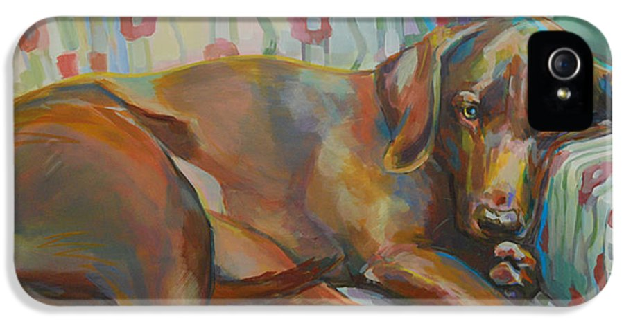 Chocolate Lab IPhone 5 / 5s Case featuring the painting Grace's Throne by Kimberly Santini