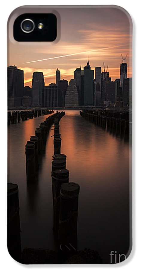Manhattan IPhone 5 / 5s Case featuring the photograph Mooring Eve by Andrew Paranavitana