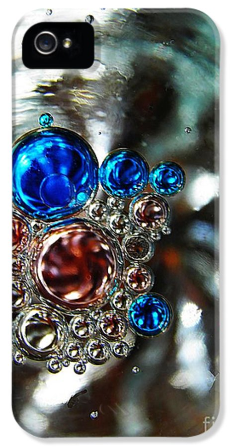 Abstract IPhone 5 / 5s Case featuring the photograph Oil And Water 16 by Sarah Loft