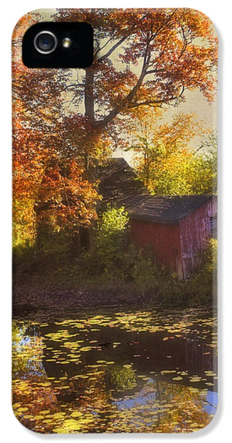 Red Barn IPhone 5 / 5s Case featuring the photograph Red Barn In Autumn by Joann Vitali