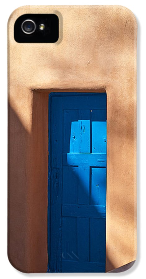 Santa Fe IPhone 5 / 5s Case featuring the photograph Santa Fe Portal by Steve Gadomski