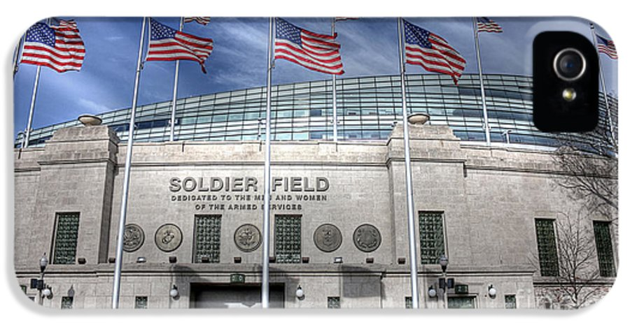 Chicago Illinois IPhone 5 / 5s Case featuring the photograph Soldier Field by David Bearden