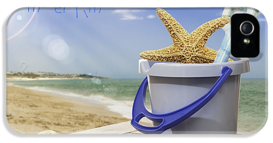 Bucket IPhone 5 / 5s Case featuring the photograph Summer Vacation by Amanda Elwell