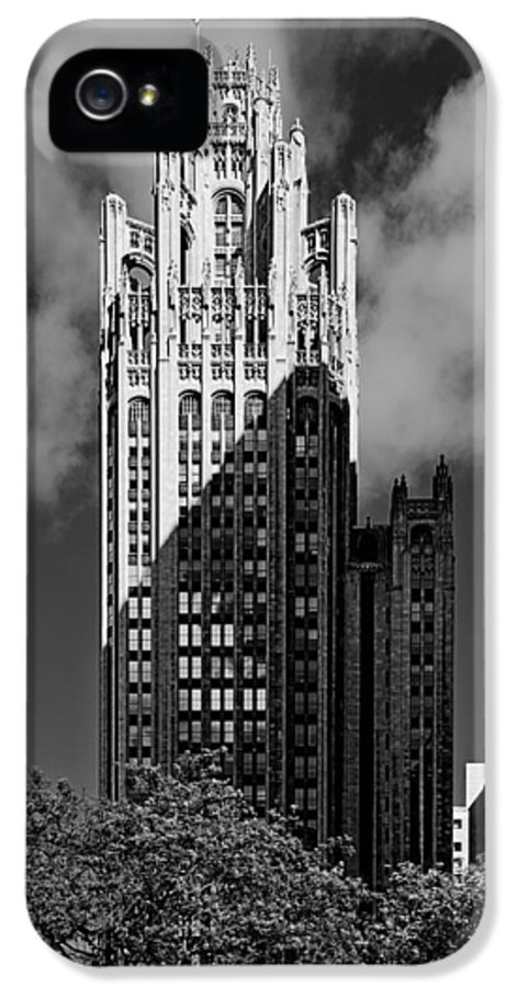 Michigan IPhone 5 / 5s Case featuring the photograph Tribune Tower 435 North Michigan Avenue Chicago by Christine Till