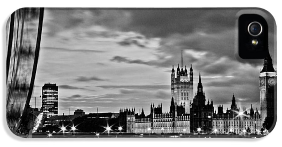 Westminster IPhone 5 / 5s Case featuring the photograph Westminster Black And White by Dawn OConnor