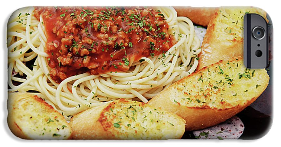 Spaghetti IPhone 6s Case featuring the photograph Spaghetti And Meat Sauce With Garlic Toast by Andee Design