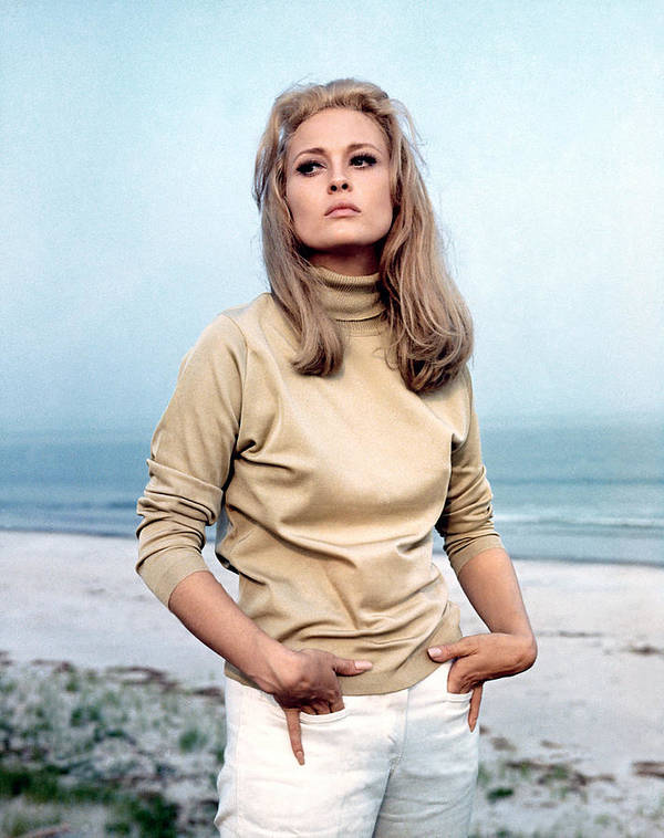 1960s Fashion Poster featuring the photograph The Thomas Crown Affair, Faye Dunaway by Everett