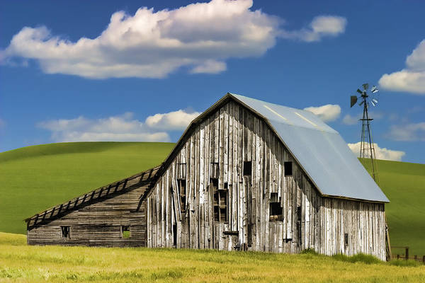 Barn Poster featuring the photograph Weathered Barn Palouse by Carol Leigh