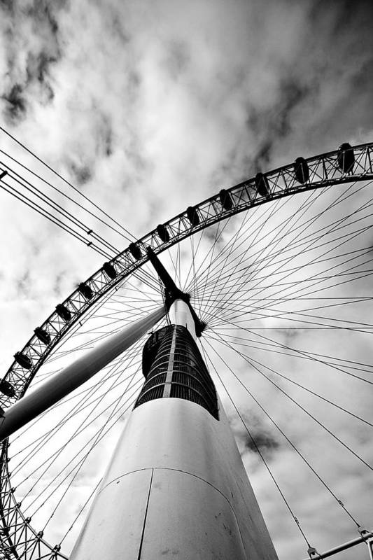 London Poster featuring the photograph The Eye by Jorge Maia