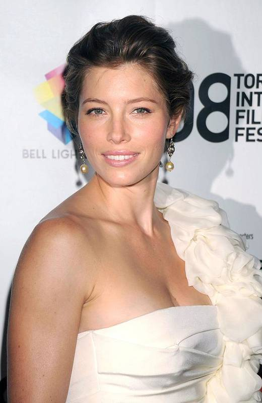 Easy Virtue Premiere Print featuring the photograph Jessica Biel Wearing A Giambattista by Everett