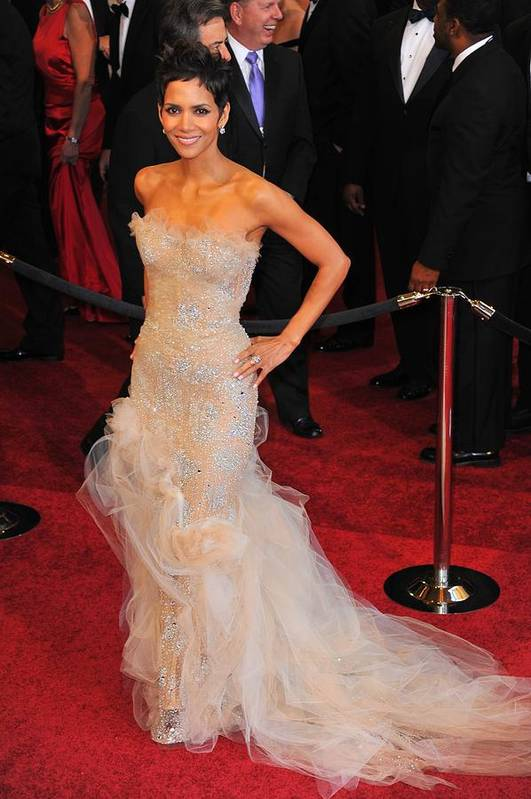 Halle Berry (wearing Marchesa Dress) Print featuring the photograph Halle Berry Wearing Marchesa Dress by Everett
