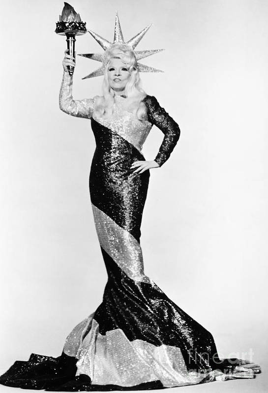 20th Century Print featuring the photograph Mae West (1892-1980) by Granger