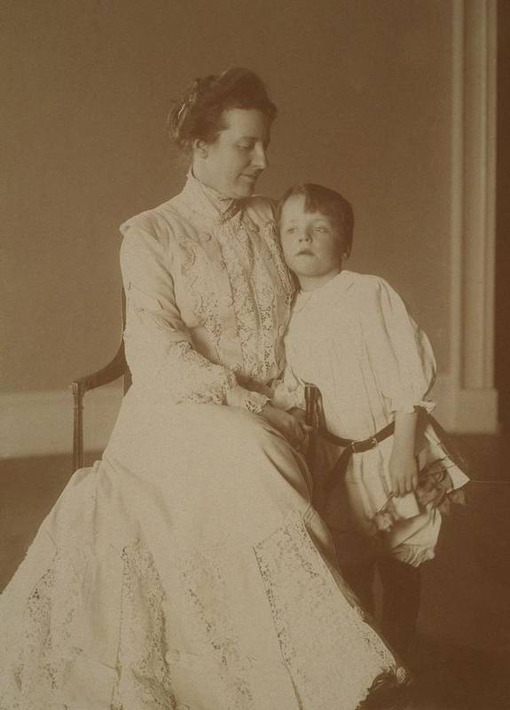 History Print featuring the photograph First Lady Edith Roosevelt by Everett