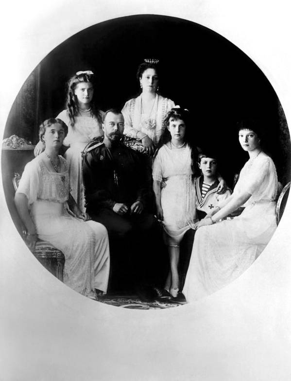 1910s Print featuring the photograph Russian Royal Family Left To Right by Everett