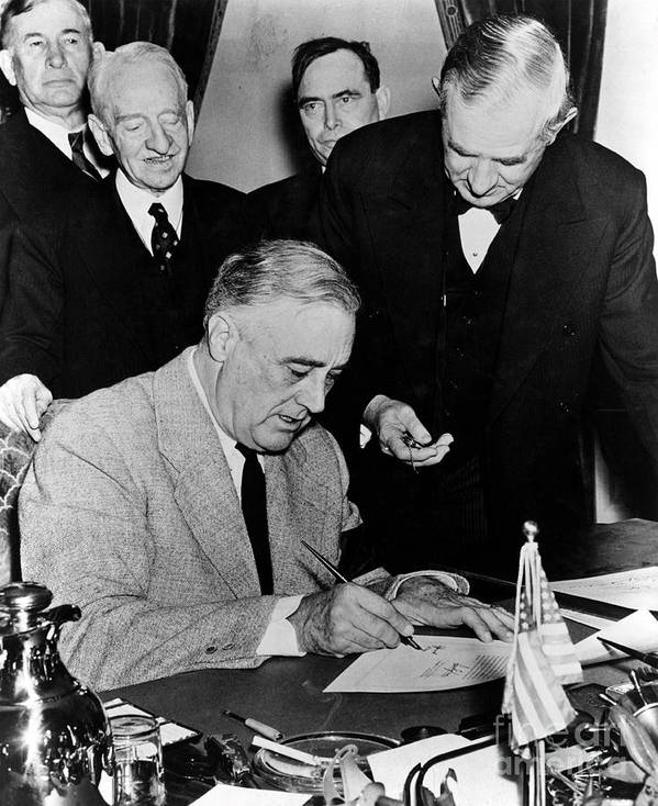 History Print featuring the photograph Roosevelt Signing Declaration Of War by Photo Researchers