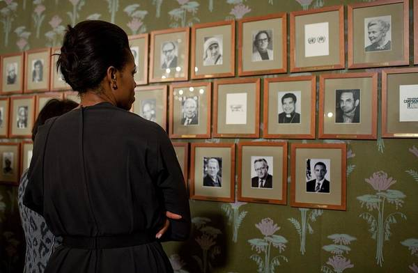 History Print featuring the photograph Michelle Obama Looks At Pictures by Everett