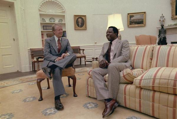 History Print featuring the photograph Jimmy Carter Chatting With Hank Aaron by Everett