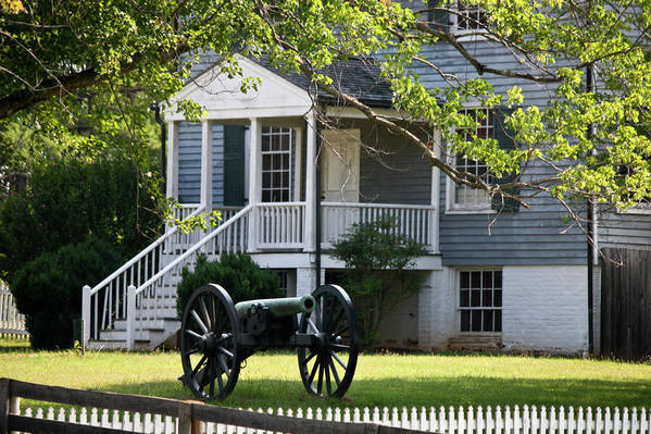Appomattox Print featuring the photograph Peers House And Cannon Appomattox Court House Virginia by Teresa Mucha