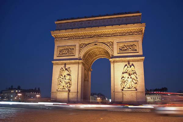 Horizontal Print featuring the photograph Arc De Triomphe, Paris, France by David Min
