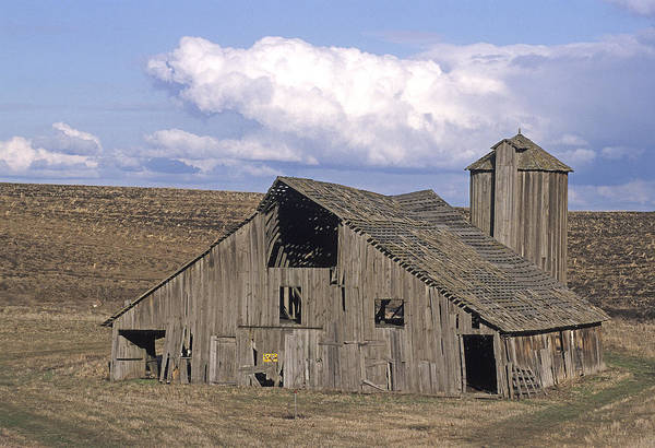 Print featuring the photograph The Lewiston Breaks Barn by Doug Davidson