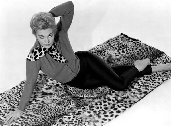 1958 Movies Print featuring the photograph Vertigo, Kim Novak, 1958 by Everett