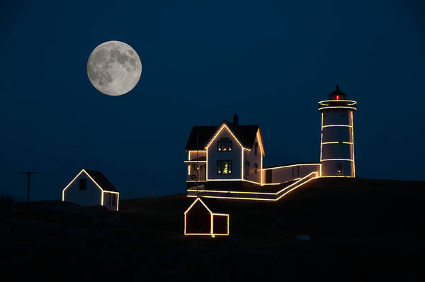 Atlantic Ocean Print featuring the photograph Moon Over Cape Neddick by Guy Whiteley