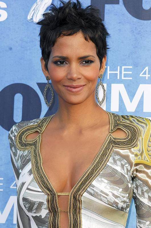 Hally Berry Print featuring the photograph Halle Berry Wearing An Emilio Pucci by Everett