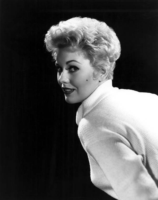 Beauty Mark Print featuring the photograph Kim Novak, 1955 by Everett