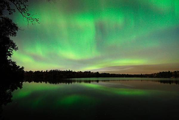 Aurora Borealis Print featuring the photograph Aurora Over Tofte Lake by Larry Ricker