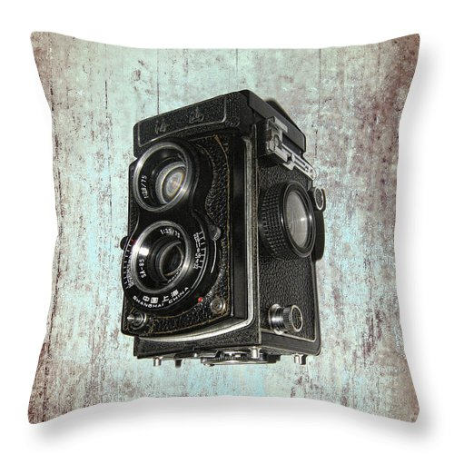 Throw Pillows Vs Lens Flare : Antique Dual Lens Camera Throw Pillow for Sale by Daniel Hagerman