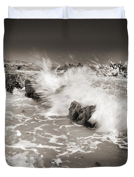 Bolonia waves Duvet Cover by Guido Montanes Castillo