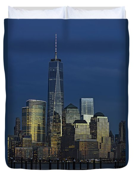 One World Trade Center At Twilight Duvet Cover by Susan Candelario