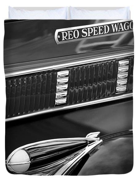 1935 Reo Speed Wagon 6AP Pickup Emblem Duvet Cover by Jill Reger