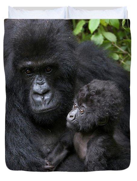 Mountain Gorilla And Infant Duvet Cover by Suzi Eszterhas