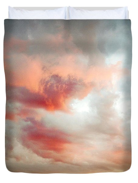 Sunset sky Duvet Cover by Les Cunliffe