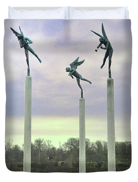 3 Angels Statue Philadelphia Duvet Cover by Bill Cannon