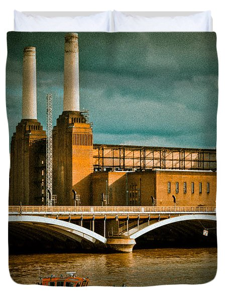 Pink Floyd Pig At Battersea Duvet Cover by Dawn OConnor