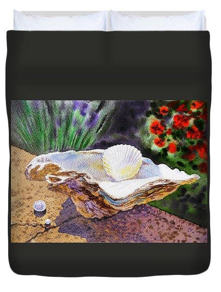Sea Shell And Pearls Morning Light Duvet Cover by Irina Sztukowski