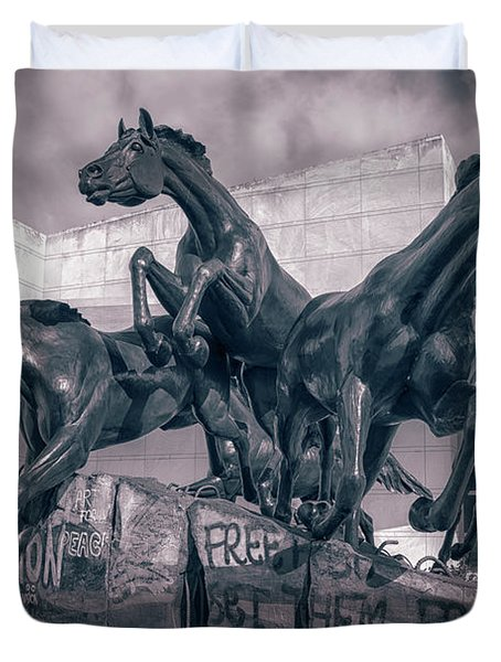 A Monument To Freedom II Duvet Cover by Joan Carroll