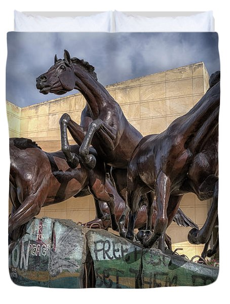 A Monument To Freedom Duvet Cover by Joan Carroll