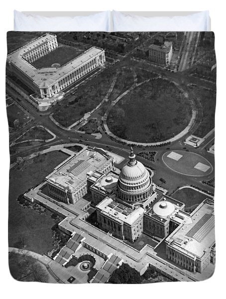 Aerial View Of U.s. Capitol Duvet Cover by Underwood Archives