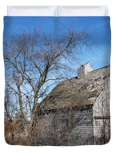 An Old Rundown Abandoned Wooden Barn Under A Blue Sky In Midwestern Illinois Usa Duvet Cover by Paul Velgos