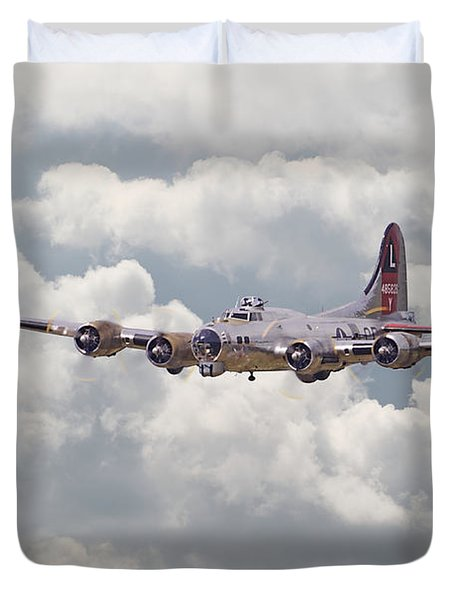 B17- Yankee Lady Duvet Cover by Pat Speirs