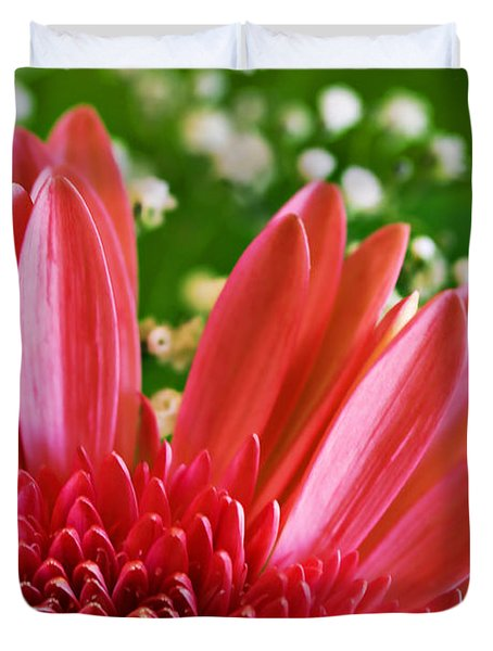 Babies Breath And Gerber Daisy Duvet Cover by Marilyn Hunt
