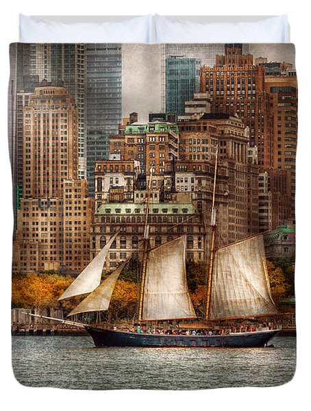 Boat - Governors Island NY - Lower Manhattan Duvet Cover by Mike Savad