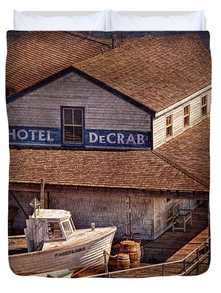 Boat - Tuckerton Seaport - Hotel DeCrab  Duvet Cover by Mike Savad