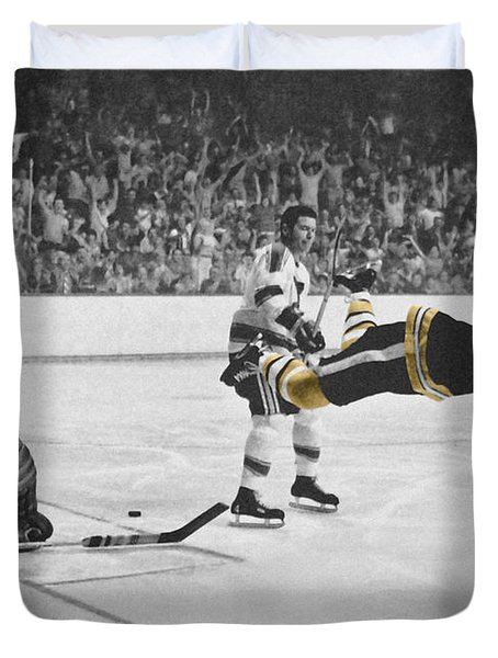 Bobby Orr 2 Duvet Cover by Andrew Fare