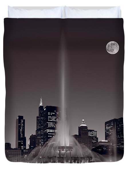 Buckingham Fountain Nightlight Chicago Bw Duvet Cover by Steve Gadomski
