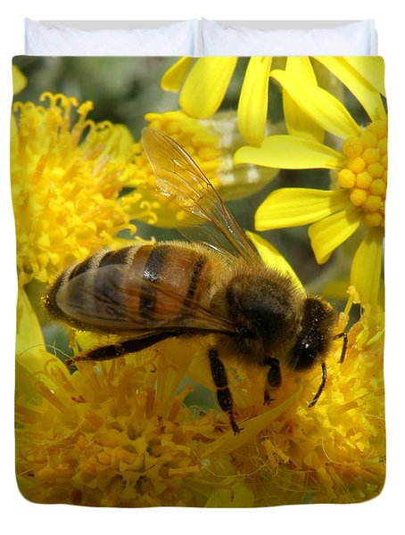 Buzzzzzy Duvet Cover by Lainie Wrightson