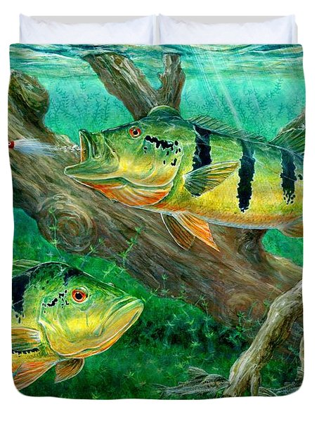 Catching Peacock Bass - Pavon Duvet Cover by Terry Fox
